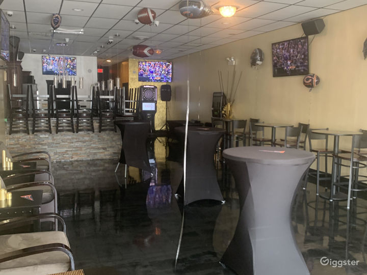 Ritzy Sports Bar Photo 5