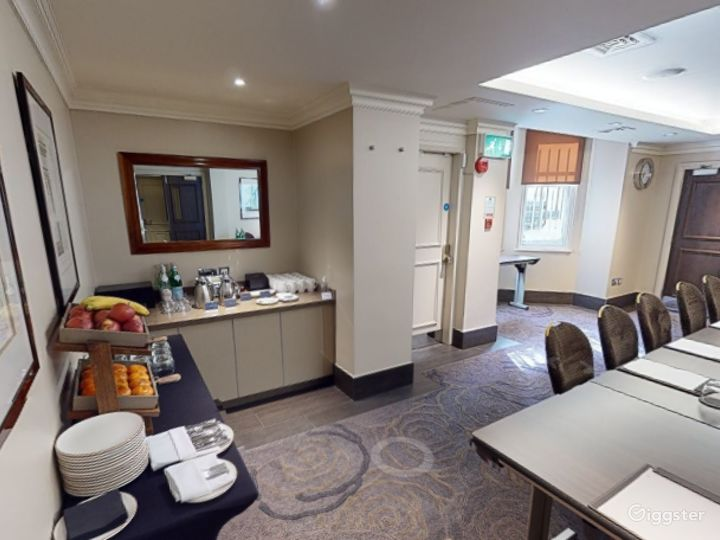 Medium-sized Private Room 6 in Cromwell Road, London Photo 4