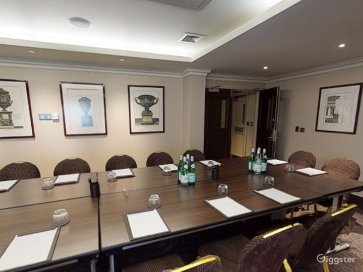 Medium-sized Private Room 6 in Cromwell Road, London Photo 3