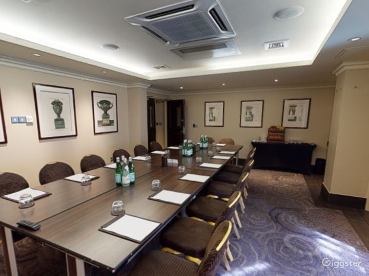 Medium-sized Private Room 6 in Cromwell Road, London Photo 2