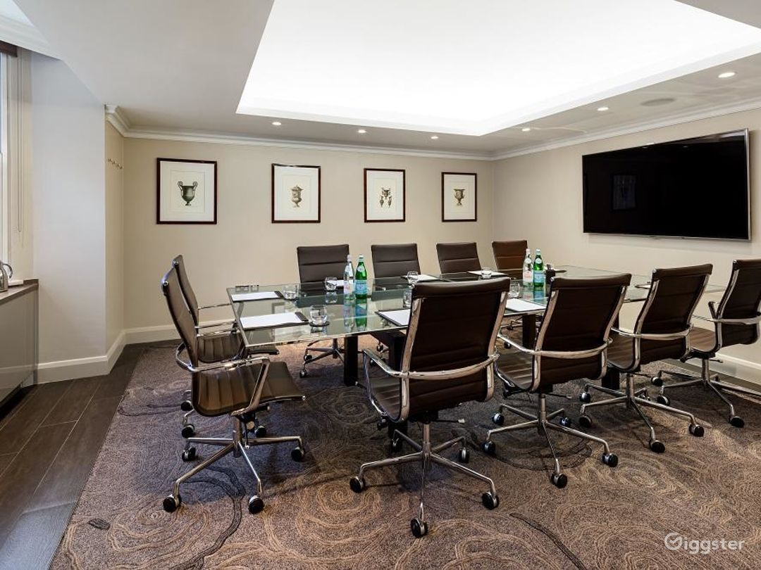 Medium-sized Private Room 6 in Cromwell Road, London Photo 1