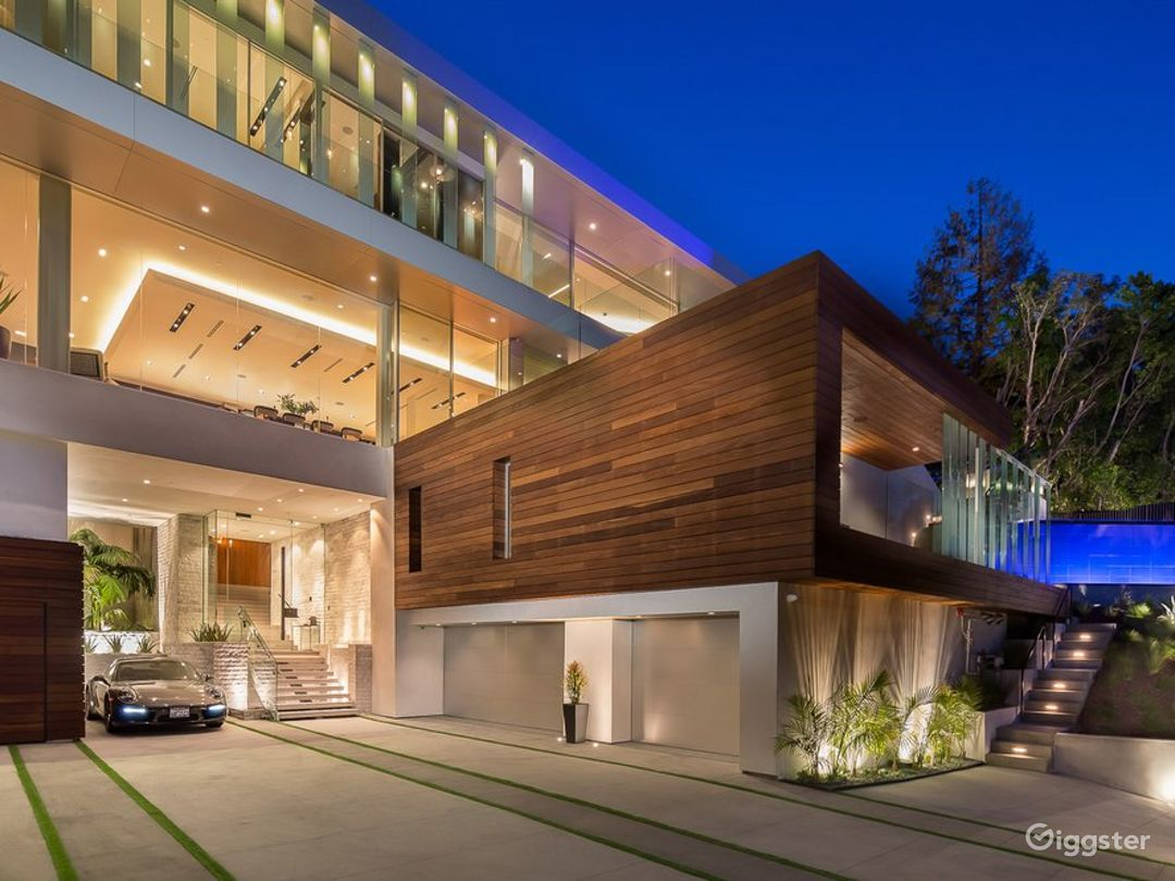6514 Beautiful Modern Home with Amazing View Photo 3