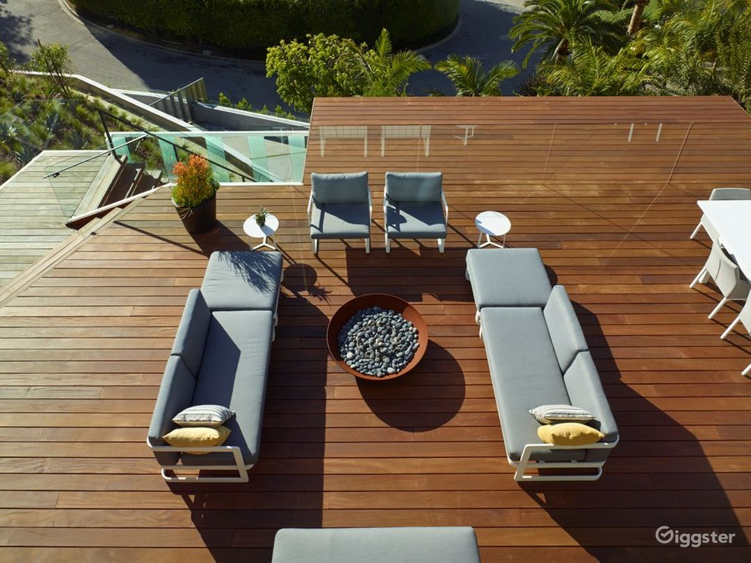 6514 Beautiful Modern Home with Amazing View Photo 4