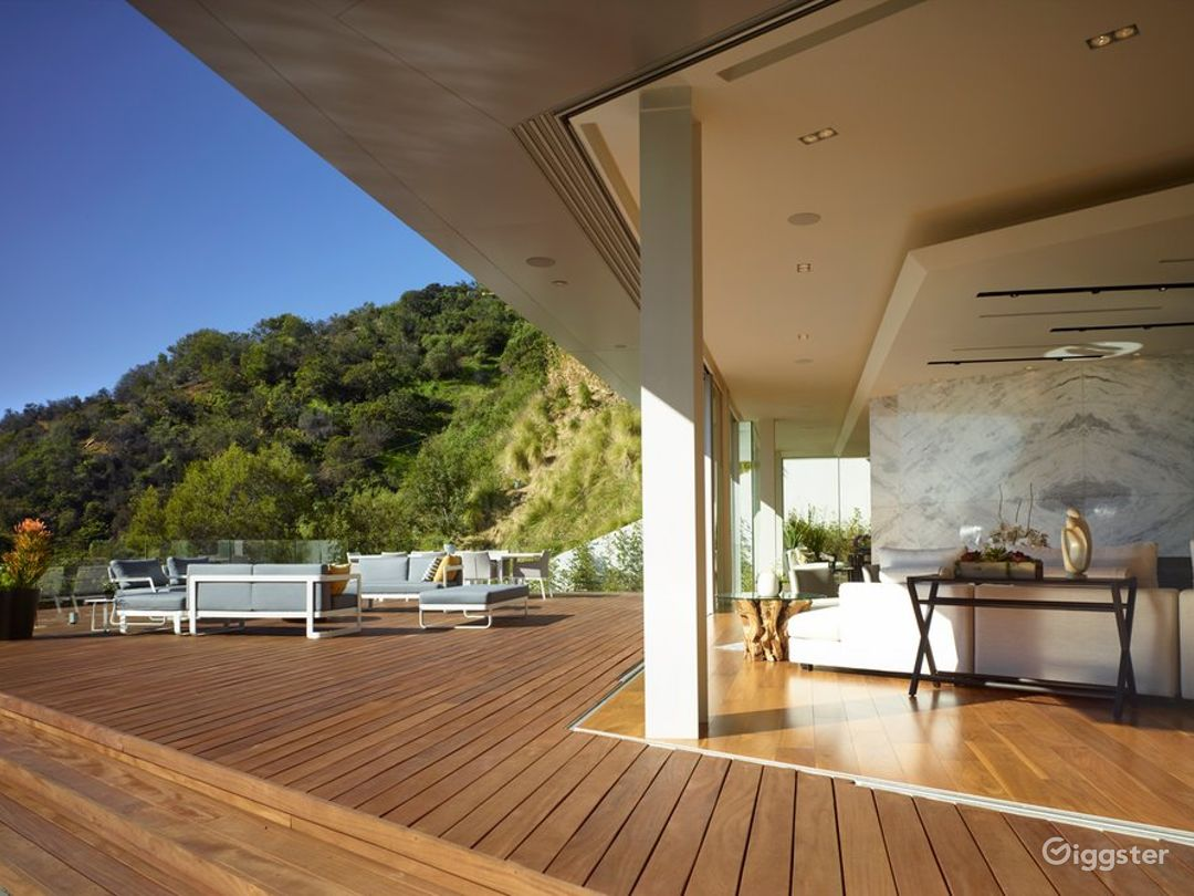 6514 Beautiful Modern Home with Amazing View Photo 5