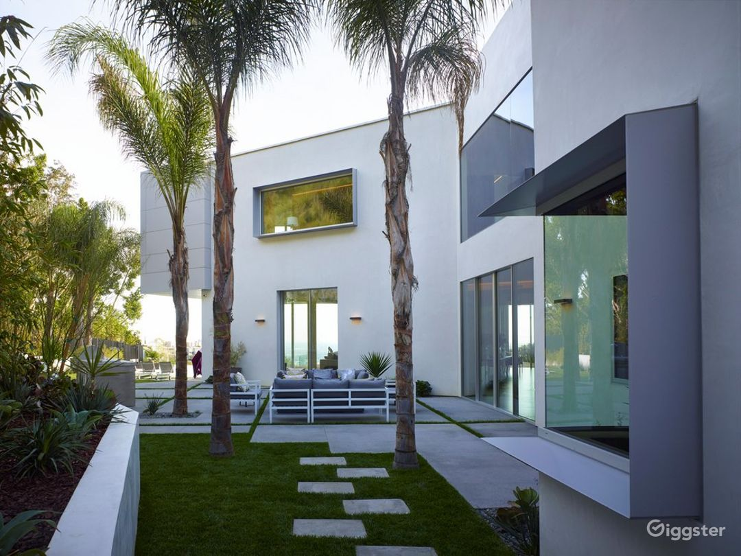 6514 Beautiful Modern Home with Amazing View Photo 1