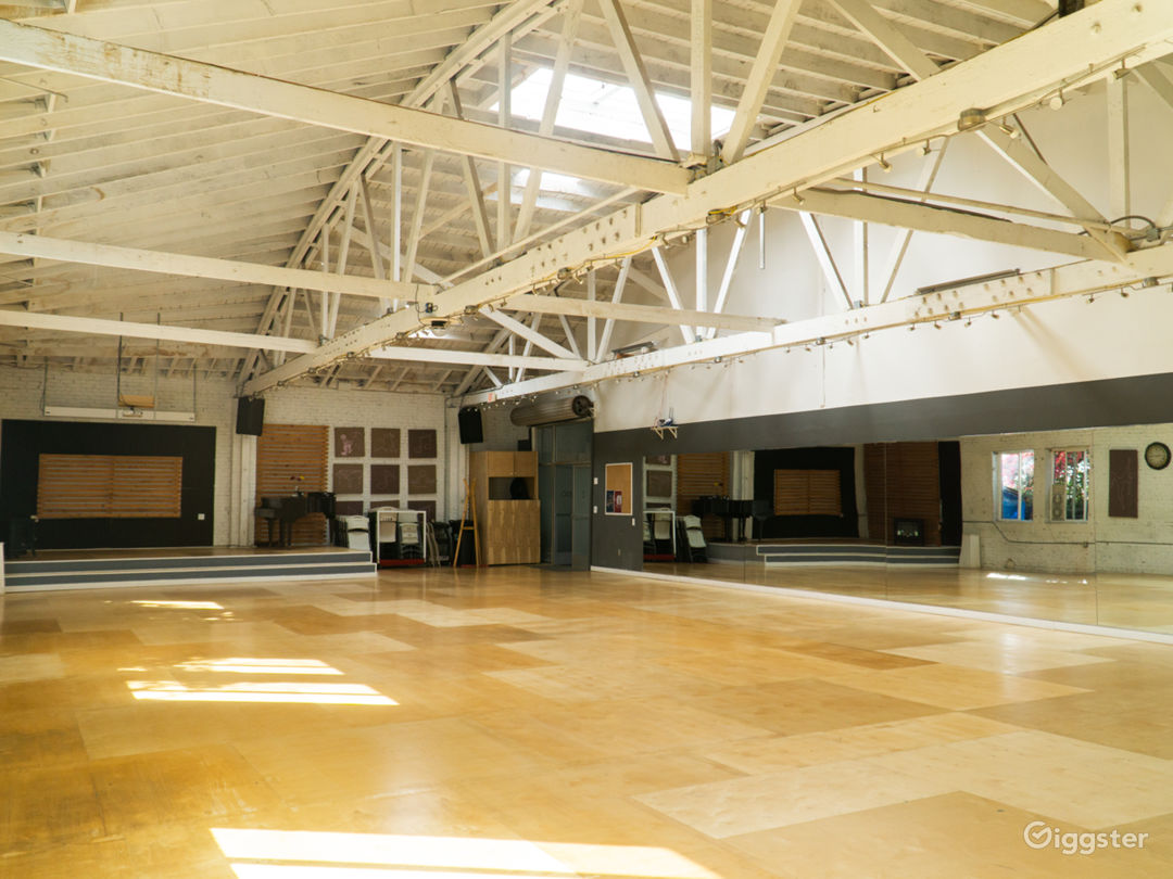 ENTIRE 5,000 sq ft Warehouse Dance Studio Space Photo 4
