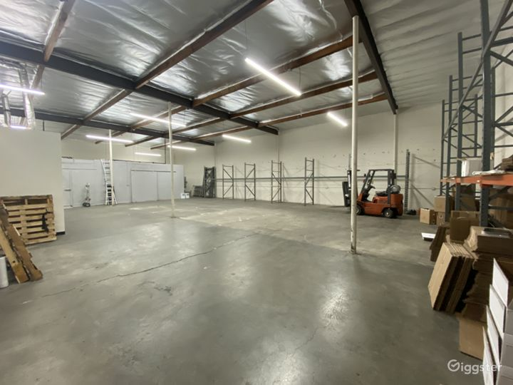 Industrial/Rustic Warehouse Building Photo 3
