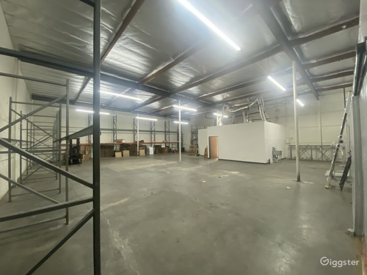 Industrial/Rustic Warehouse Building Photo 4