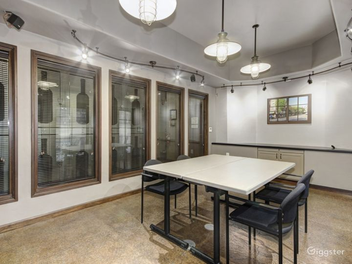 SMALL CONFERENCE ROOM Photo 2