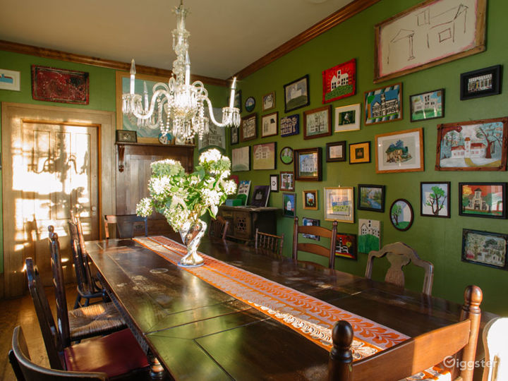 Historic Victorian home: Location 5274 Photo 3