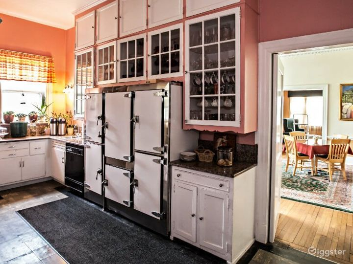 Charming and Cozy Indoor Location in Durham Photo 5