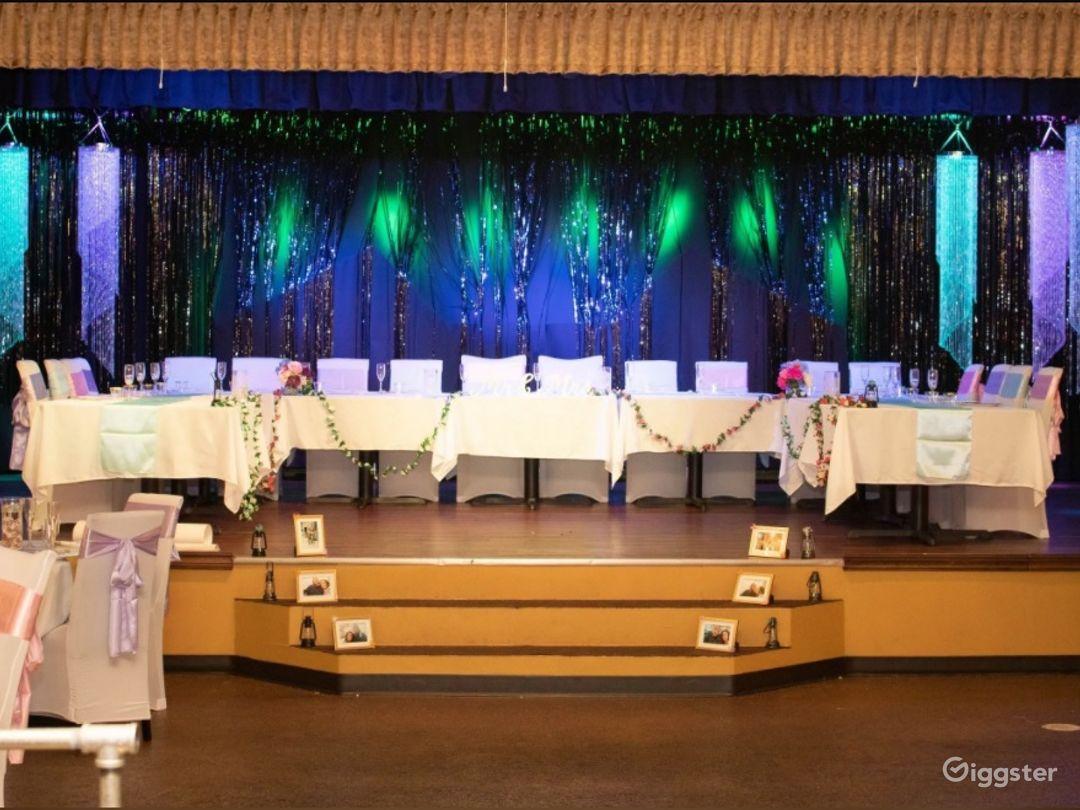 Huge Elegant Sterling Hall Photo 1