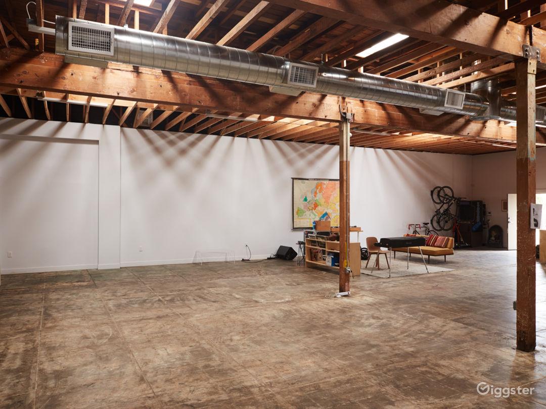 East LA Modern Studio Space w/ Skylights & Parking Photo 2