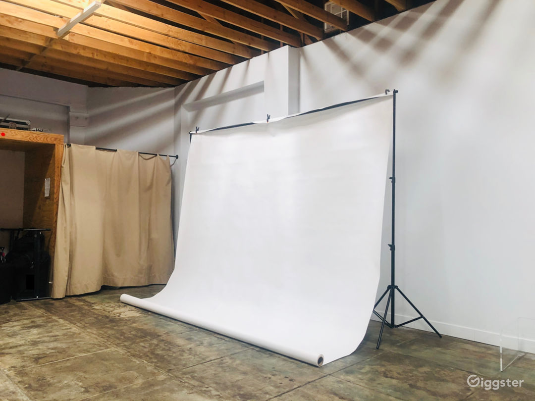 White Photography Screen