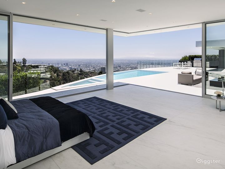 Ultra Modern Design Beverly Hills Mansion Photo 2