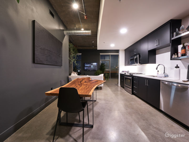 Art's District Corner Unit with LARGE WINDOWS Photo 5