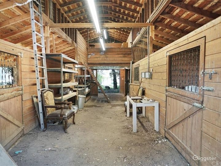 Rustic barn, rural space, river bed & MUCH MORE! Photo 2
