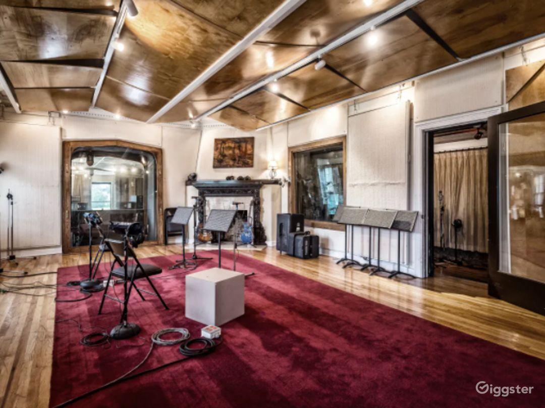 Historic Castle Recording Studio B in Franklin Photo 1