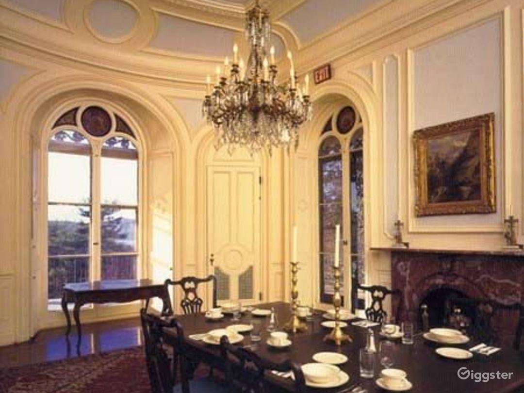 Historic period mansion: Location 2295 Photo 1