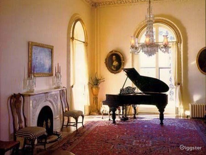 Historic period mansion: Location 2295 Photo 2