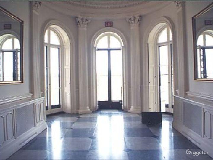 Historic period mansion: Location 2295 Photo 3