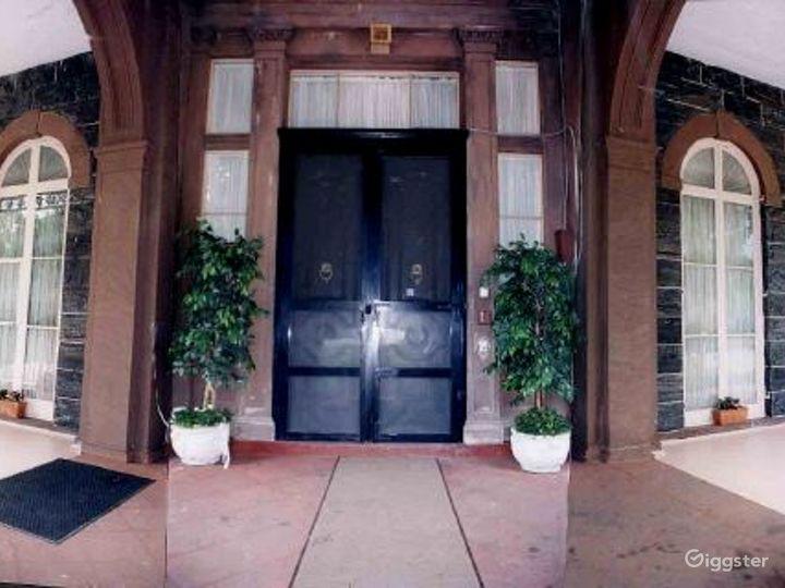 Historic period mansion: Location 2295 Photo 5