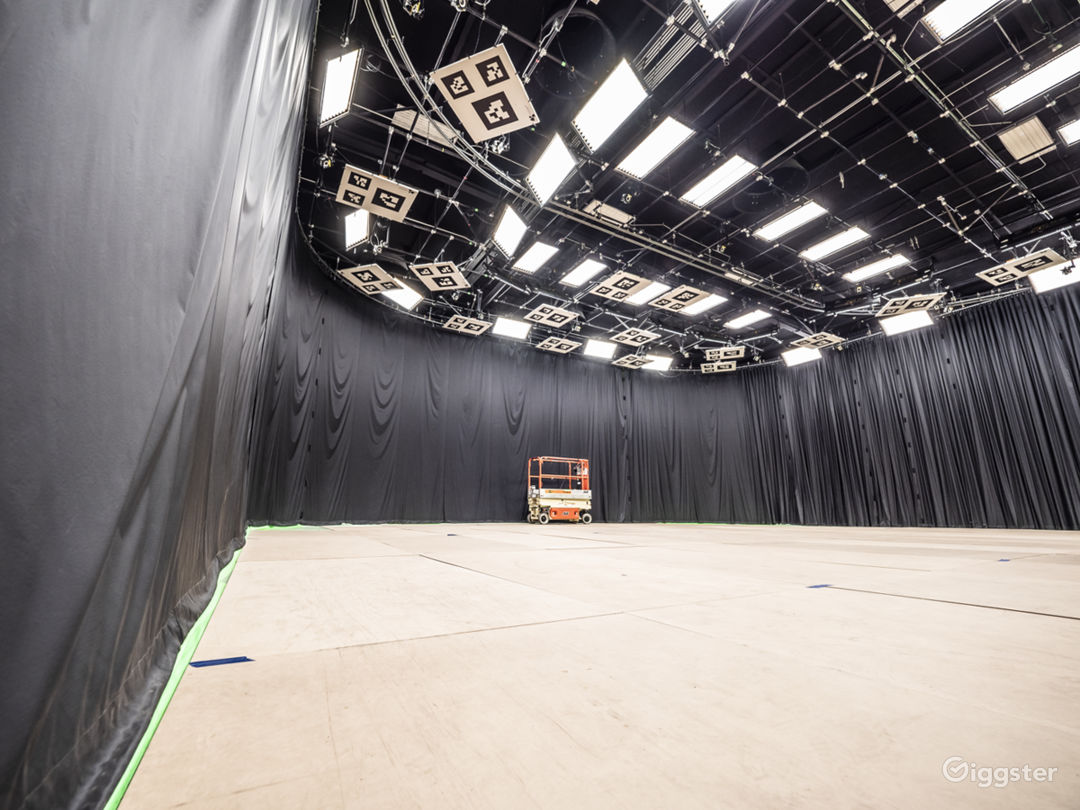 Beautiful Sound Stage Facility Photo 4
