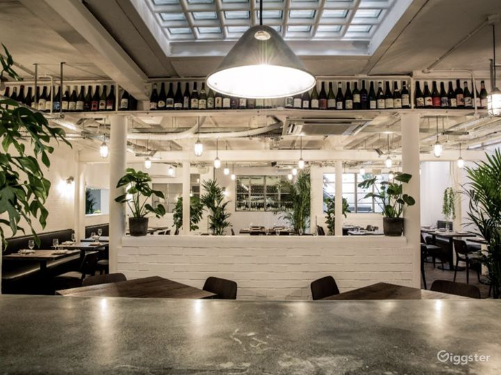 Restaurant with Courtyard in Old Street, London Photo 5