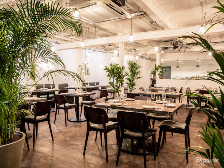Restaurant with Courtyard in Old Street, London Photo 2
