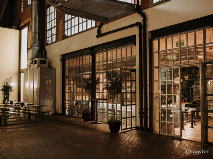 Restaurant with Courtyard in Old Street, London Photo 3