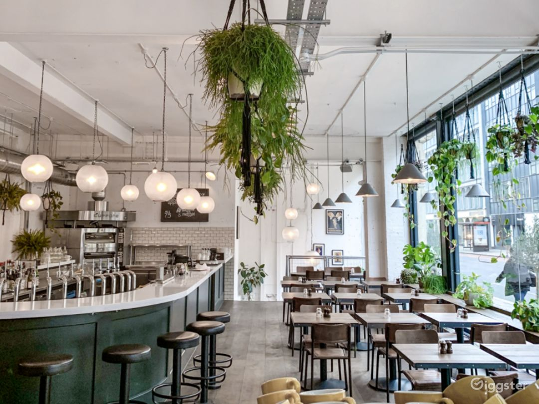 Restaurant with Courtyard in Old Street, London Photo 1