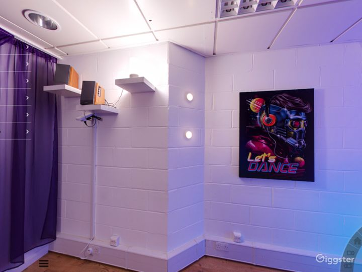Studio with Full sized Mirror and Av equipment in in London Photo 3
