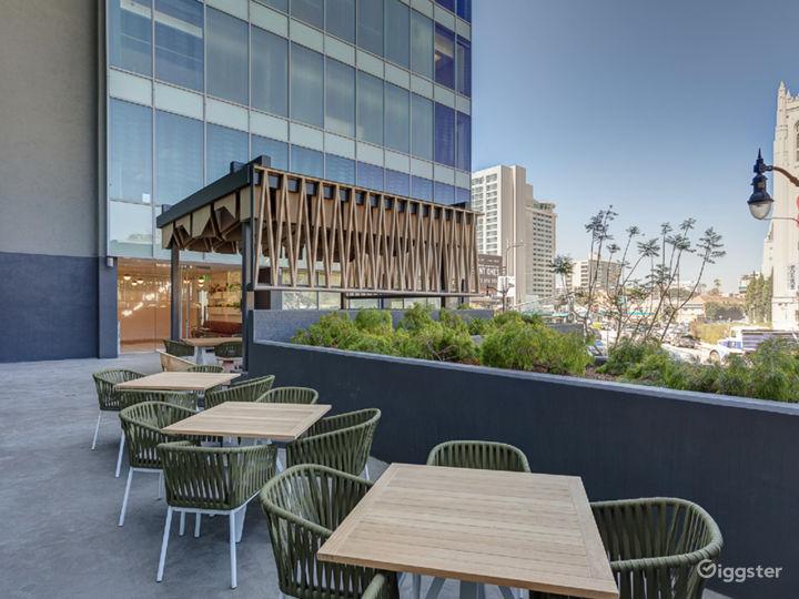 Outdoor Luxury Lounge Photo 3