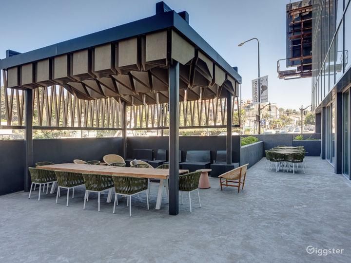 Outdoor Luxury Lounge Photo 2
