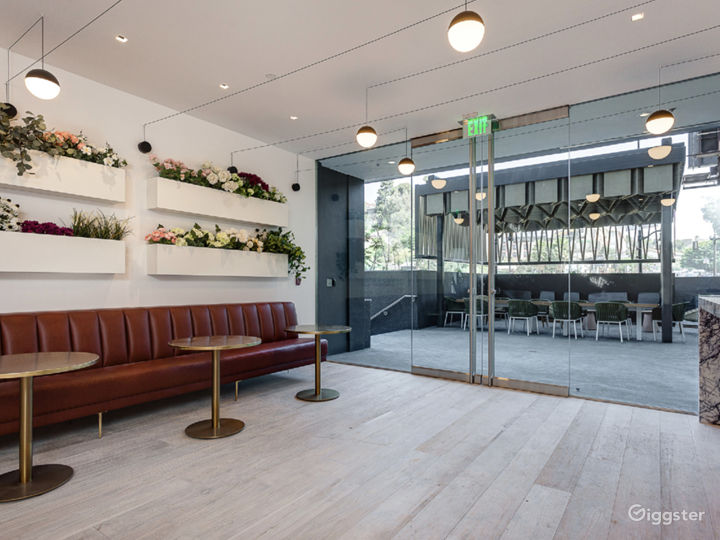 Outdoor Luxury Lounge Photo 5