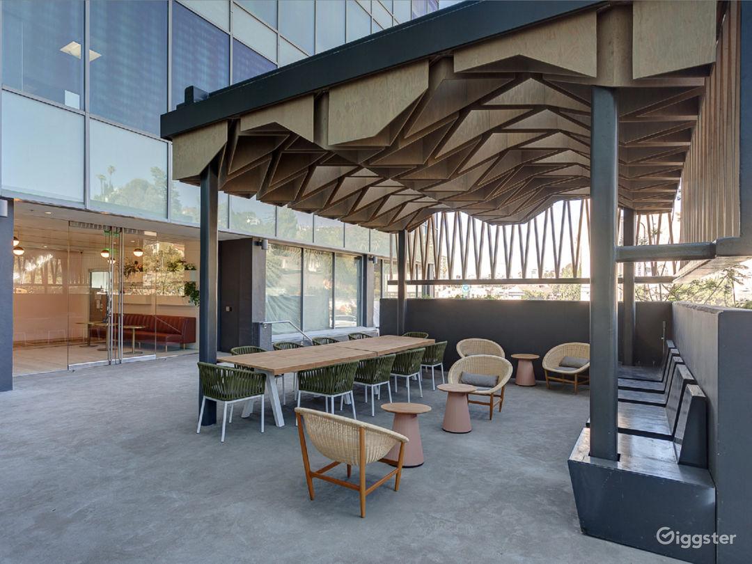 Outdoor Luxury Lounge Photo 1