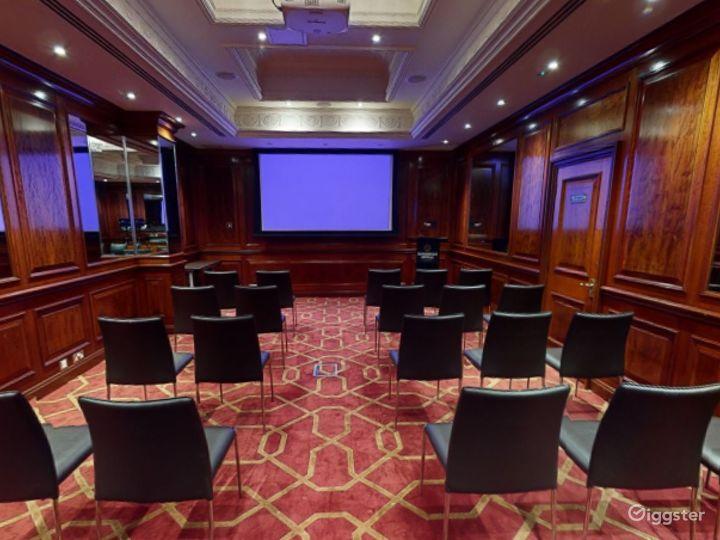 Medium-sized Private Room 32 in London, Heathrow Photo 2