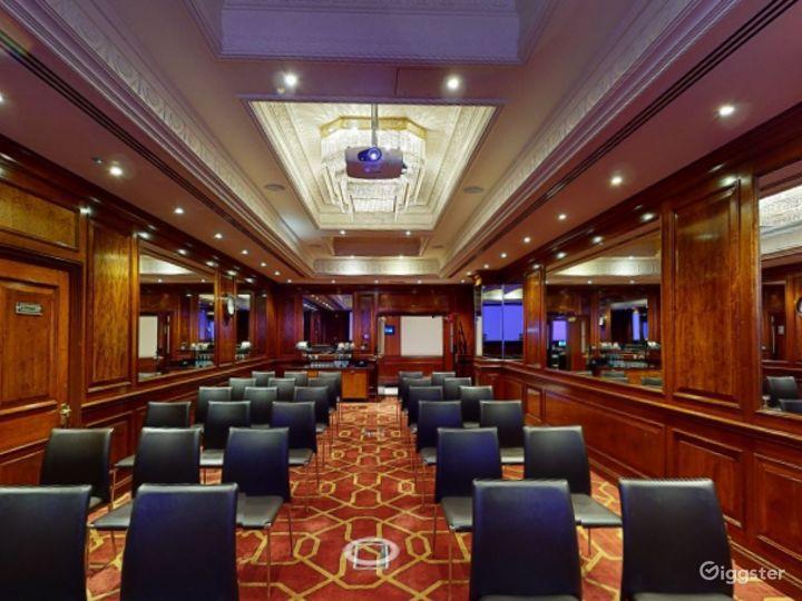 Medium-sized Private Room 32 in London, Heathrow Photo 4