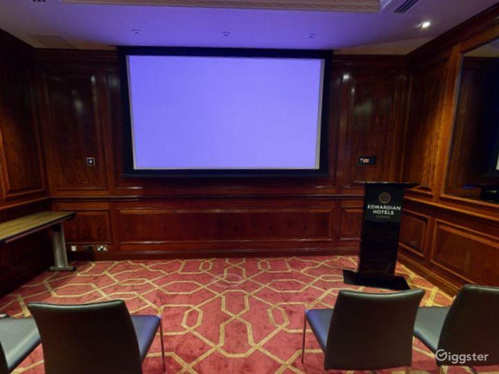 Medium-sized Private Room 32 in London, Heathrow Photo 3