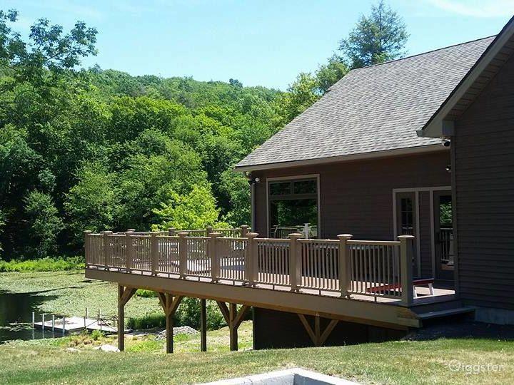Adirondack style lodge with lake views Photo 2