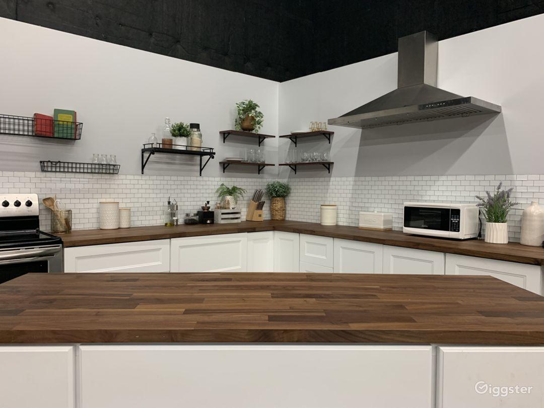 Medium Studio Kitchen Set Photo 1