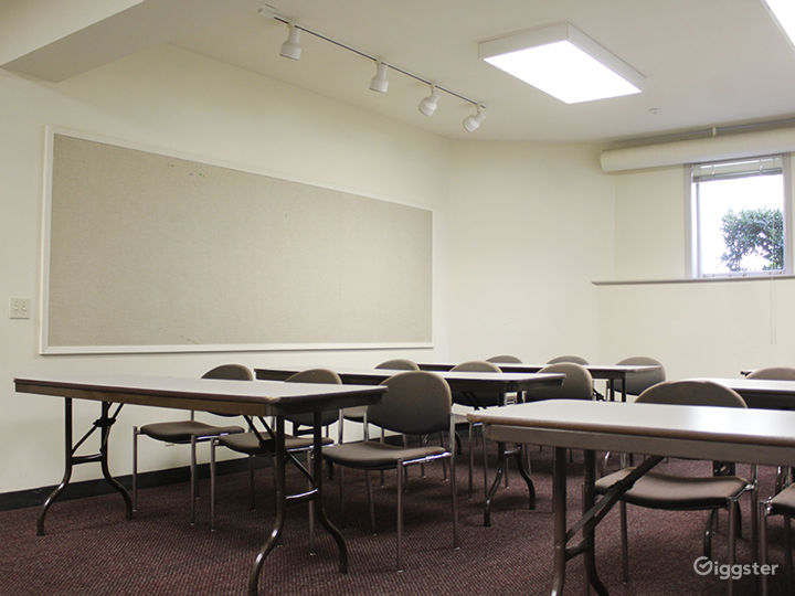 Two Intimate Meeting Rooms within Historic Oakland Park Photo 5