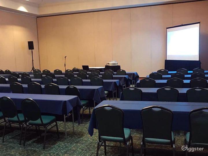 Snug Meeting Room in Fredericksburg Photo 5