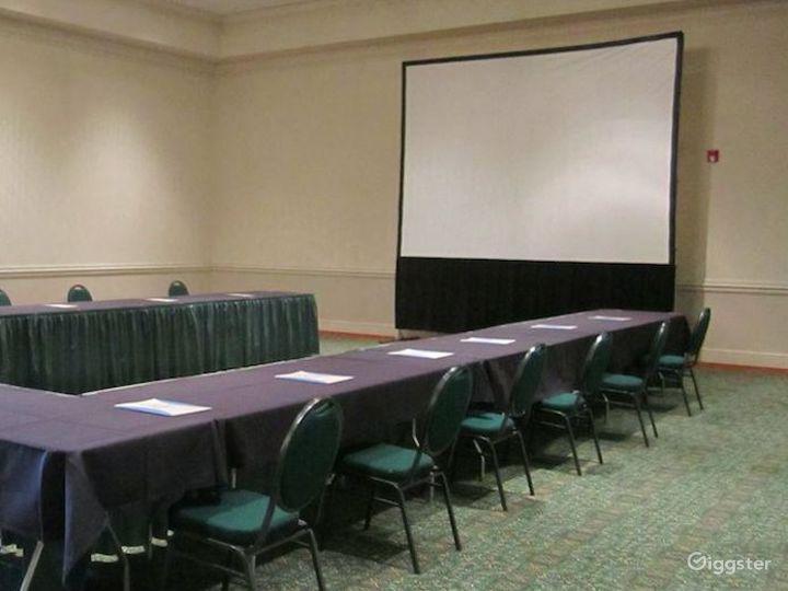 Snug Meeting Room in Fredericksburg Photo 3