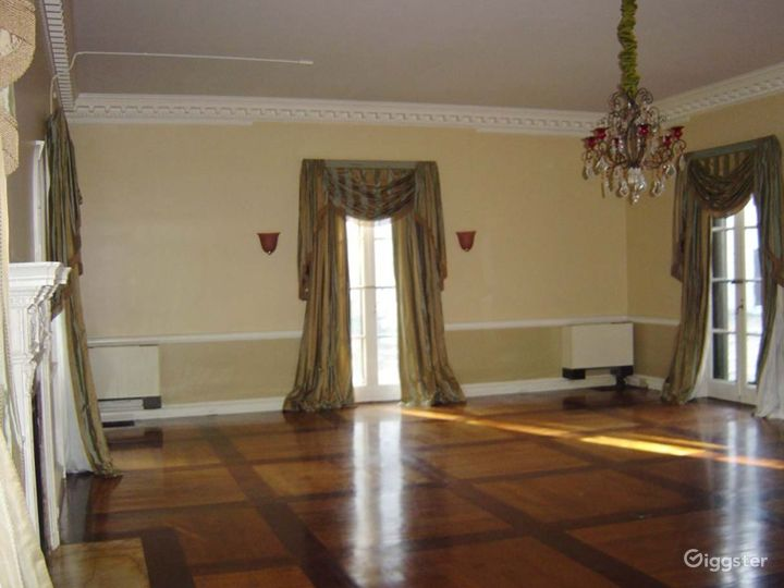 Historic mansion with grounds: Location 2929 Photo 5
