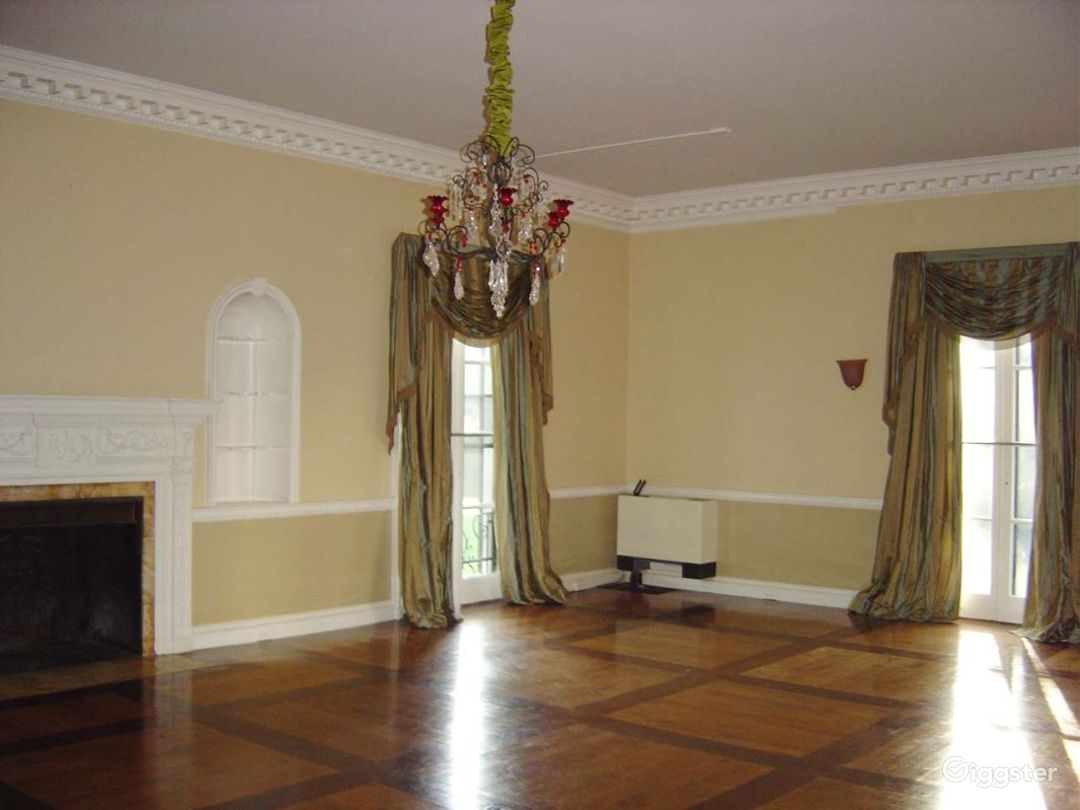 Historic mansion with grounds: Location 2929 Photo 1