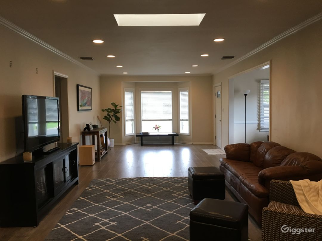 Large Living Room w/ Bay Window