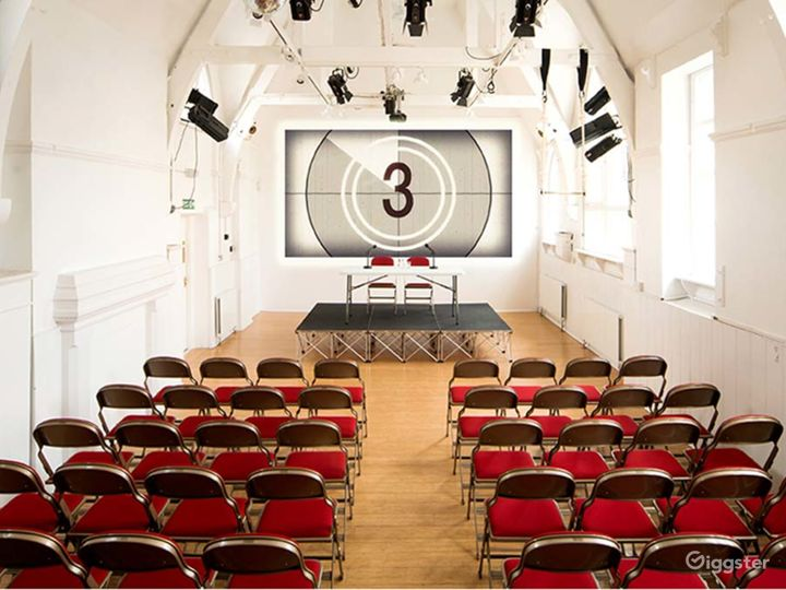 Amazing Theatre with natural lighting in London Photo 3