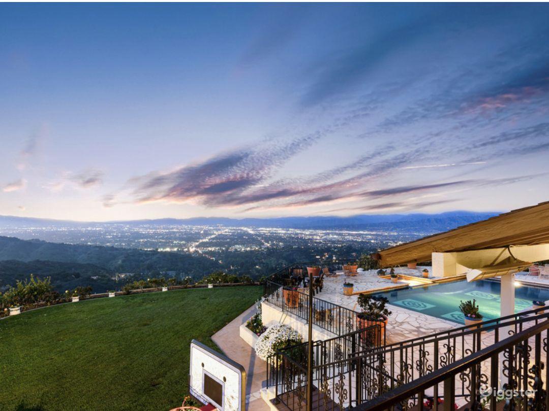 Cozy Mid Century Garden with breathtaking views  Photo 1