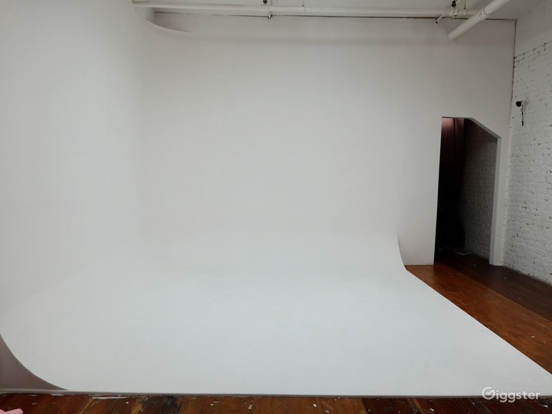Downtown Historic Loft Studio with High Ceilings Photo 1